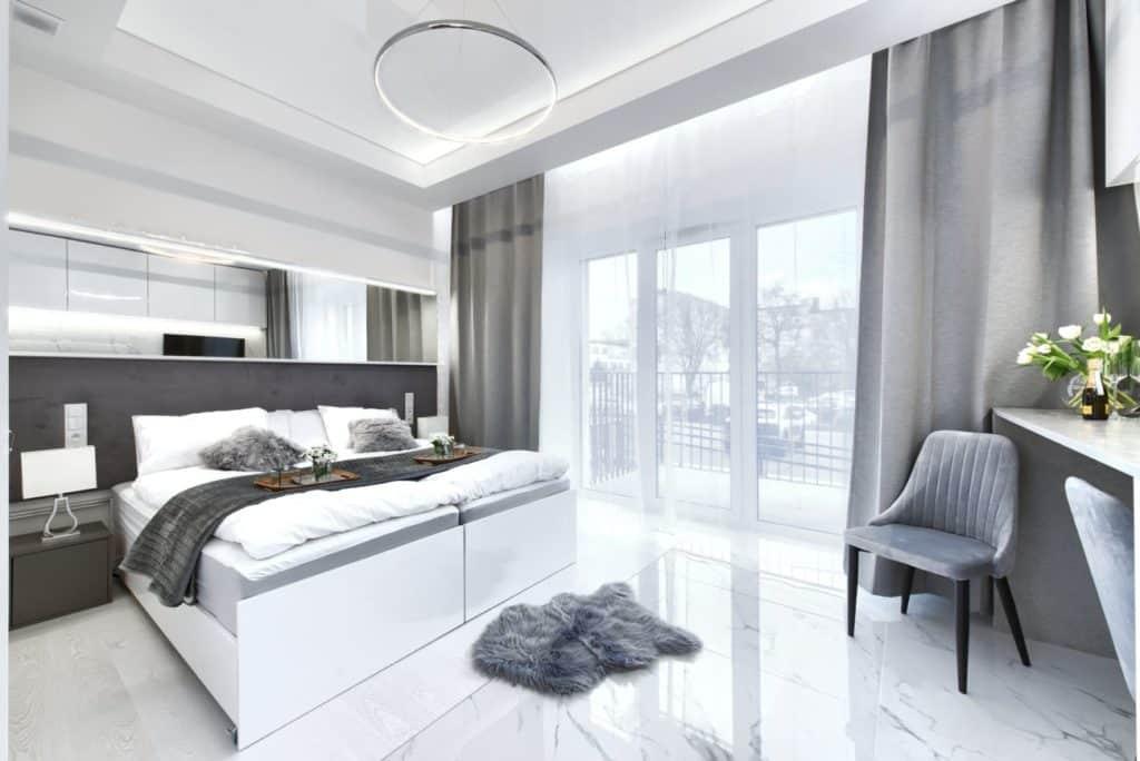 biała sypialnia poznań